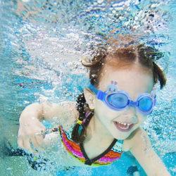 8 лучших детских очков для плавания