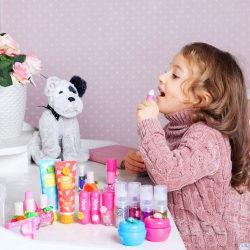 6 лучших гигиенических помад для детей