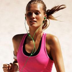 10 лучших спортивных наушников для бега
